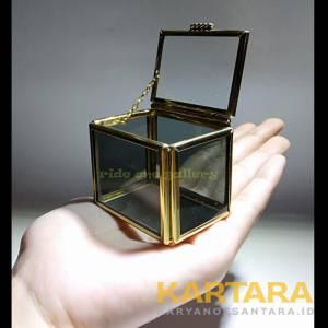 Terrarium box kotak cincin pernikahan wedding seserahan side kaca hitam atas kaca bening 5x4x4 cm